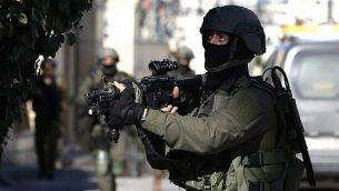 قوات إسرائيلية تعمل في رام الله في 15 ديسمبر، 2018. (ABBAS MOMANI / AFP)