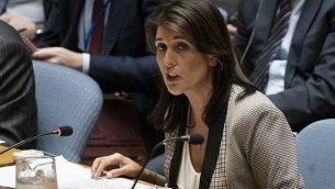في هذه الصورة التي تم التقاطها في 26 نوفمبر، 2018، تظهر السفيرة الأمريكية لدى الأمم المتحدة نيكي هايلي وهي تلقي خطابا أمام مجلس الأمن التابع للأمم المتحدة خلال جلسة حول أوكرانيا في مقر الأمم المتحدة في نيويورك.  (Don EMMERT / AFP)