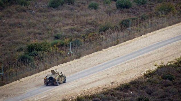 دورية اسرائيلية عند الحدود الإسرائيلية اللبنانية بالقرب من راس الناقورة، 10 نوفمبر 2016 (Doron Horowitz/ Flash90)