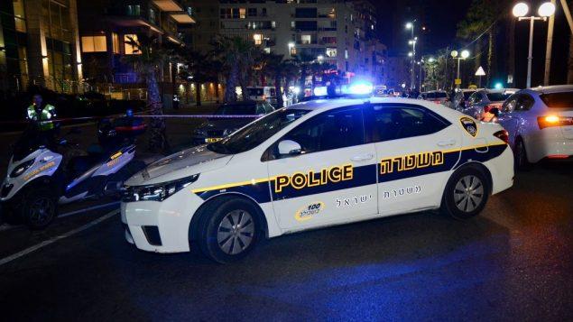 صورة توضيحية: سيارة شرطة في بات يام، 27 فبراير 2017 (Moti Karelitz/Flash90)