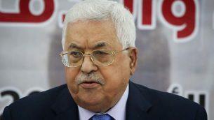 رئيس السلطة الفلسطينية محمود عباس خلال اجتماع في رام الله، الضفة الغربية، 28 اكتوبر 2018 (Flash90)