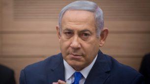 رئيس الوزراء بنيامين نتنياهو يحضر اجتماع لجنة الشؤون الخارجية والدفاع في الكنيست، 19 نوفمبر، 2018. (Miriam Alster/Flash90)