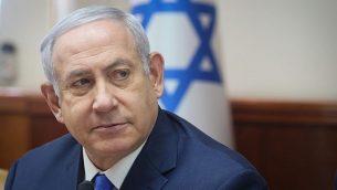رئيس الوزراء بنيامين نتنياهو يترأس الاجتماع الأسبوعي لمجلس الوزراء في مكتبه في القدس في 2 ديسمبر، 2018. (Marc Israel Sellem/Pool/Flash90)