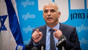 موشيه كحلون يقود اجتماع لحزبه في البرلمان الإسرائيلي، في 24 كانون الأول / ديسمبر، عام 2018. (Yonatan Sindel/Flash90)