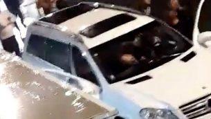 صورة من فيديو من وسائل الإعلام الاجتماعية يظهر مشهد إطلاق النار المميت على أحمد سلامة في مدينة جلجوليا العربية الإسرائيلية في 7 ديسمبر / كانون الأول 2018. (لقطة شاشة: فيسبوك)