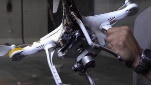 """إسقاط طائرة بدون طيار باستخدام نظام شركة رفائيل الإسرائيلية المسمى """"القبة المضادة للطائرات بدون طيار"""". (التقاط الشاشة: يوتيوب)"""
