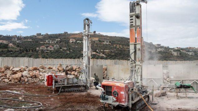 الجيش الإسرائيلي يحفر في الارض جنوب الحدود اللبنانية بمحاولة للعثور على انفاق هجومية تابعة لحزب الله وتدميرها، 5 ديسمبر 2018 (Israel Defense Forces)