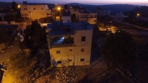منزل فلسطيني متهم بتنفيذ هجوم في قرية بيت سوريك بعد هدمه في 15 نوفمبر، 2017. (Israel Defense Forces)