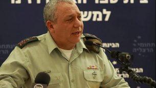 رئيس أركان الجيش الإسرائيلي غادي إيزنكوت يتحدث في مؤتمر في المركز متعدد التخصصات في هرتسليا في 23 ديسمبر، 2018. (Eli Dassa/IDC)