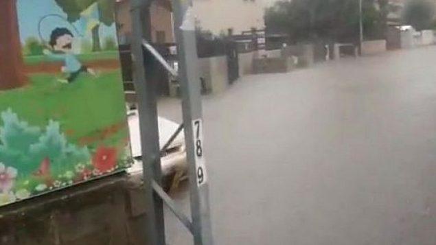 الشوارع المغمورة في رحوفوت وسط أمطار قوية، 6 ديسمبر، 2018. (Hatzalah rescue organization)