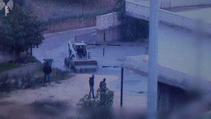 اللقطات التي نشرها الجيش الإسرائيلي في 28 كانون الأول / ديسمبر 2018، تظهر رجالا يهربون من السوائل التي يقول الجيش إنه إستخدمها لإغلاق أنفاق الهجوم التي حفرها حزب الله في قرية كفر كلا في جنوب لبنان. (وحدة المتحدث باسم الجيش الإسرائيلي)