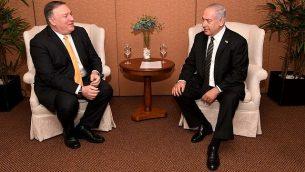 وزير الخارجية الأمريكي مايك بومبيو (إلى اليسار) يلتقي برئيس الوزراء بنيامين نتنياهو في برازيليا في 1 يناير 2019. (Avi Ohayon/GPO)