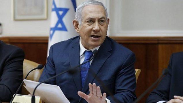 رئيس الوزراء بينيامين نتنياهو يترأس الجلسة الأسبوعية للحكومة في مكتب رئيس الوزراء، في القدس، 16 ديسمبر، 2018. (ABIR SULTAN / POOL / AFP)