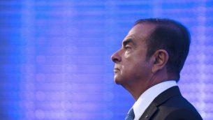 في هذه الصورة من الأرشيف التي تم التقاطها في 6 أكتوبر، 2017، الرئيس والمدير التنفيذي لتحالف رينو-نيسان، كارلوس غصن، يشارك في مؤتمر صحفي في باريس.   ( ERIC PIERMONT / AFP)