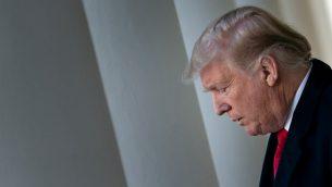 (من الأرشيف) في هذه الصورة التي تم التقاطها في 25 يناير، 2019، يظهر الرئيس الأمريكي وهو يصل لإلقاء كلمة عن إعادة فتح المؤسسات الحكومة الأمريكية مؤقتا في حديقة الزهور في البيت الأبيض بالعاصمة الأمريكية واشنطن.  (Brendan Smialowski / AFP)
