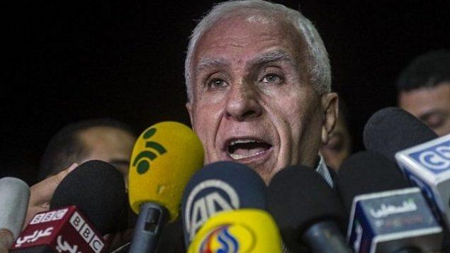 عزام الأحمد يعقد مؤتمرا صحفيا في فندق في القاهرة، 13 أغسطس، 2014.  (AFP/Khaled Desouki)