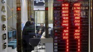 صراف اموال في طهران، 5 نوفمبر 2018 (AP Photo/Ebrahim Noroozi)