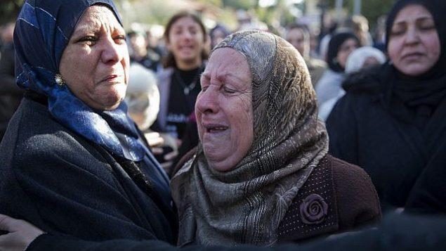 نساء يبكين في تشييع جثمان آية مصاروة في بلدة باقة الغربية، 23 يناير 2019 (AP Photo/Ariel Schalit)