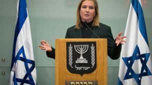 زعيم المعارضة ورئيسة حزب هتنوعا، تسيبي ليفني، تتحدث خلال مؤتمر صحفي في الكنيست، في 1 يناير ، 2019. (Yonatan Sindel / Flash90)