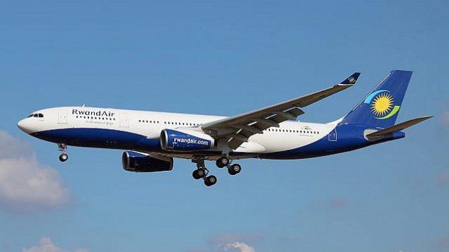 """طائرة """"رواند إير"""" وهي الخطوط الجوية الرسمية لدولة رواندا، 21 سبتمبر 2016. (Wikipedia/Pedro Aragão CC-BY-SA-3.0)"""