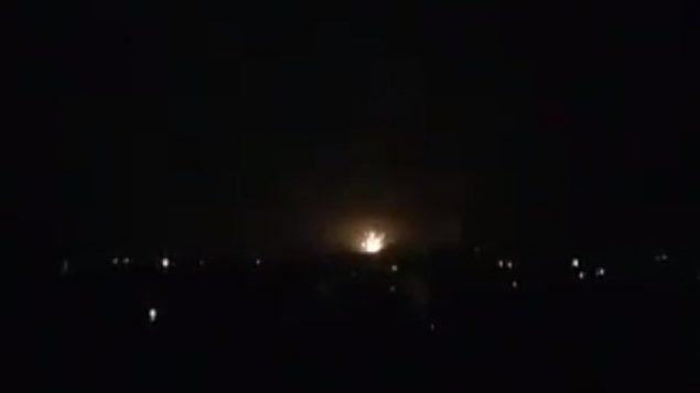 انفجار ناتج عن هجوم اسرائيلي ضد اهداف إيرانية في مطار دمشق الدولي، 11 يناير 2019 (Screen capture: Twitter)