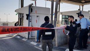 الشرطة الإسرائيلية تغلق حاجز الزعيم شرقي القدس في وسط الضفة الغربية بشكل مؤقت في أعقاب هجوم طعن وقع في 30 يناير، 2019. (شرطة إسرائيل)