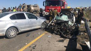 ساحة حادث طرق دام في شارع 60، جنوب الضفة الغربية، 30 يناير 2019 (Magen David Adom)