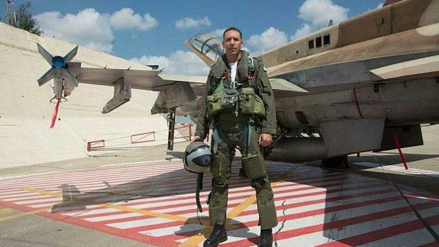 مرشح حزب 'اليمين الجديد'، متان كهانا، قبل تسريحه من سلاح الجو.  (Avichai Socher)