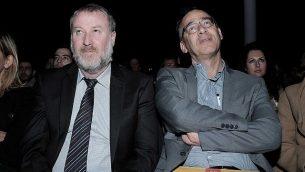 النائب العام أفيحاي ماندلبليت (من اليسار) والمدعي العام شاي نيتسان يشاركان في مؤتمر لوزارة العدل في تل أبيب، 21 ديسمبر، 2016. (Tomer Neuberg/Flash90)