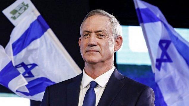 رئيس هيئة أركان الجيش الإسرائيلي الأسبق بيني غانتس يحضر تجمعا إنتخابيا في مدينة تل أبيب، 29 يناير، 2019.  (Jack Guez/AFP)