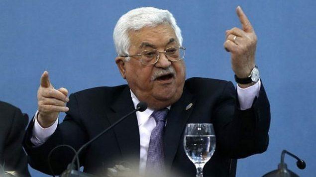 رئيس السلطة الفلسطينية محمود عباس يلقي كلمة في 'منتدى السلام والسلام والحرية' المنعقد في مدينة رام الله في الضفة الغربية، 6 فبراير، 2019. (ABBAS MOMANI / AFP)
