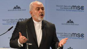 وزير الخارجية الإيراني محمد جواد ظريف يلقي خطابا خلال مؤتمر ميونيخ الأمني الخامس والخمسون في ميونيخ، جنوب ألمانيا، في 17 فبراير 2019. (Christof STACHE / AFP)