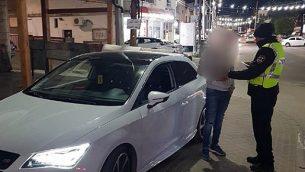 الشرطة تستجوب صبيا يبلغ من العمر 15 عاما ساعد شقيقه ابن الخامسة على قيادة سيارة والديهما. (شرطة إسرائيل)