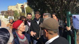 نشطاء فلسطينيون يزورون عائلة أنسباخر في مستوطنة تقوع، 12 فبراير، 2019. (Tag Meir)