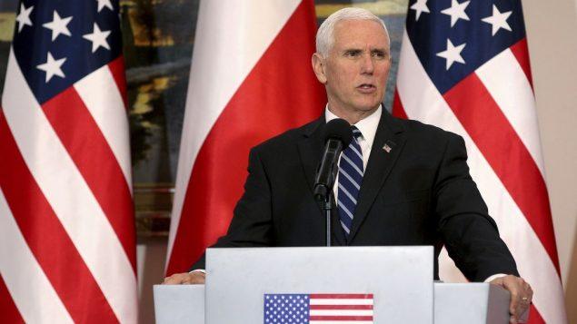 نائب الرئيس الامريكي مايك بنس يتحدث خلال مؤتمر صحفي مشترك ضمن لقاء مع الرئيس البولندي اندري دودا في وارسو، بولندا، 13 فبراير 2019 (AP Photo/Michael Sohn)
