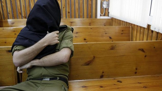 توضيحية: جندي إسرائيلي يجلس في قاعة محكمة عسكرية. (Tsafrir Abayov/Flash90)
