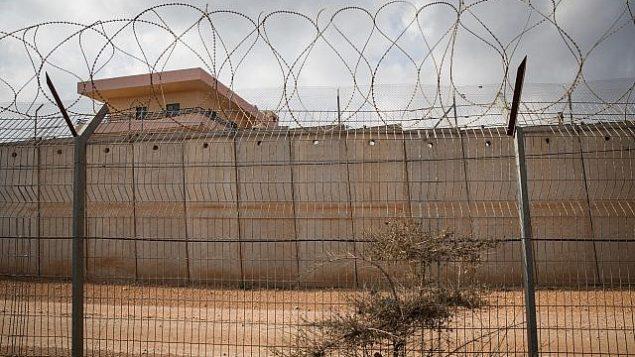 السياج الحدود بين إسرائيل ولبنان كما يظهر من خارج بلدة المطلة في شمال إسرائيل، 19نوفمبر، 2017.  (Hadas Parush/Flash90)