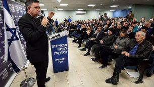 آفي غباي، رئيس حزب 'العمل'، يتحدث امام مناصري الحزب خلال تجمع انتخابي في تل أبيب، 23 يناير، 2019.  (Gili Yaari/FLASH90)