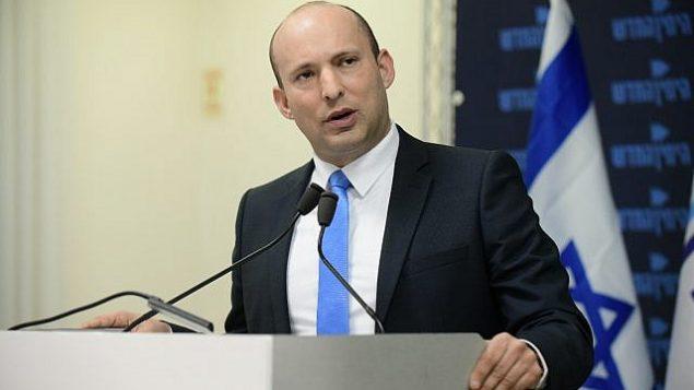 وزير التربية والتعليم نفتالي بينيت يتحدث خلال مؤتمر صحفي لحزبه، 'اليمين الجديد'، في تل أبيب، 7 فبراير، 2019.  (Tomer Neuberg/Flash90)
