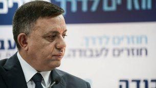 آفي غباي، زعيم حزب 'العمل'، خلال مؤتمر صحفي في تل أبيب، 13 فبراير، 2019. (Tomer Neuberg/Flash90)