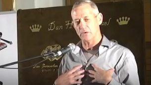 صورة شاشة من فيديو نشره حزب الليكود يهاجم رئيس حزب 'الصمود الإسرائيلي' بيني غانتس (Facebook)