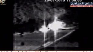 """فيديو بثته قناة """"الميادين"""" المرتبطة بحزب الله في 15 فبراير / شباط 2019، والذي يظهر إشتعال دبابتبن إسرائيليتين بعد أن أصابهما صاروخ مضاد للدبابات أطلقه حزب الله في 28 يناير / كانون الثاني 2015. (لقطة شاشة: فيسبوك)"""