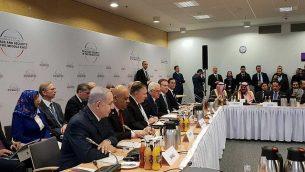 رئيس الوزراء بينيامين نتنياهو (من اليسار، من الأمام) مع قادة آخر في مؤتمر 'السلام والأمن في الشرق الأوسط' في وارسو، 14 فبراير، 2019. (Amos Ben Gershom/GPO)