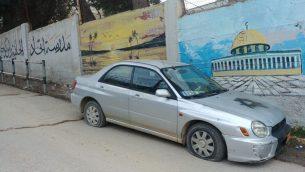 سيارة تم تمزيق إطاراتها ورسم نجمة داود عليها في قرية راس كركر الفلسطينية في الضفة الغربية، 21 فبراير 2019 (Courtesy)