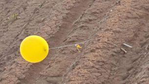 بالون اطلق من غزة يحمل ما يشتبه بانه قنبلة سقط في جنوب اسرائيل، 20 فبراير 2019 (Eshkol Security)