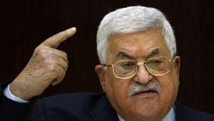 رئيس السلطة الفلسطينية محمود عباس يتحدث خلال لقاء مع قادة فلسطينيين في المقاطعة، مقر السلطة الفسطينية، في مدينة رام الله بالضفة الغربية، 20 فبراير، 2019. (ABBAS MOMANI/AFP)
