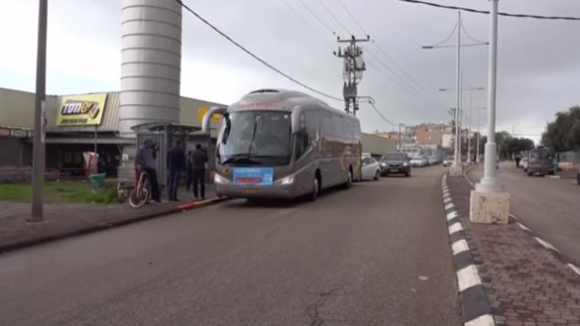 إطلاق خط حافلات جديد أيام السبت في مدينة طبريا الشمالية في 9 فبراير، 2019. (لقطة شاشة / يوتيوب)
