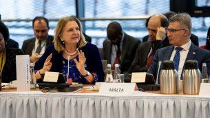 وزيرة خارجية النمسا كارين كنيسل تخاطب المبعوثير في مؤتمر وارسو حول الشرق الاوسط، 14 فبراير 2019 (Angelika Lauber)
