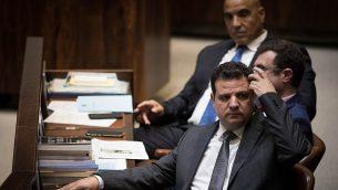 رئيس حزب القائمة المشتركة، أيمن عوده، في الجلسة العامة من اليوم الافتتاحي للدورة الشتوية في الكنيست، 15 أكتوبر 2018.  (Hadas Parush/Flash90)