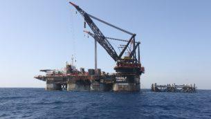 منصة في حقل لفياتان للغاز الطبيعي في البحر الابيض المتوسط، التي تبعد حوالي 130 كلم عن شاطئ مدينة حيفا في شمال اسرائيل، 31 يناير 2019 (Marc Israel Sellem/Pool/AFP)